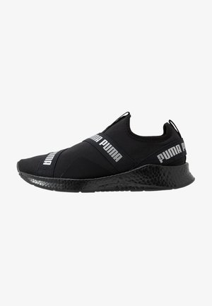 NRGY STAR SLIP-ON - Neutral running shoes - black/silver