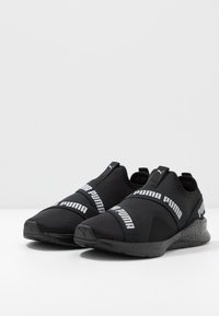 Puma - NRGY STAR SLIP-ON - Neutrální běžecké boty - black/silver - 2