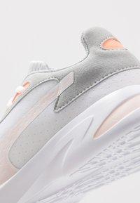 Puma - JARO - Zapatillas de entrenamiento - white/high rise/rosewater/fizzy orange - 5