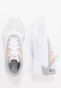 Puma - JARO - Zapatillas de entrenamiento - white/high rise/rosewater/fizzy orange - 1