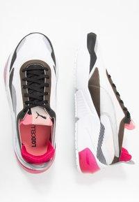 Puma - LQDCELL OPTIC XI  - Obuwie do biegania treningowe - white/black/rosewater - 1