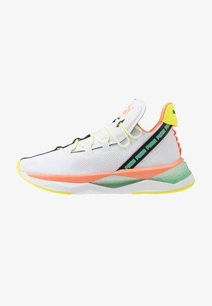 LQDCELL SHATTER TR - Zapatillas de entrenamiento - white/fizzy orange/green glimmer