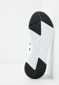 Puma - PROWL ALT ASYM - Obuwie treningowe - white/black - 4