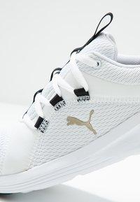 Puma - PROWL ALT ASYM - Obuwie treningowe - white/black - 5