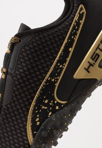 Puma - METAL WN'S - Obuwie do biegania treningowe - black/metallic gold - 5