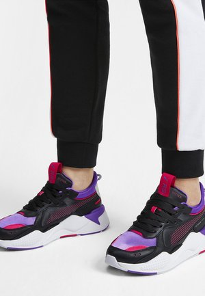 RS-X METALLIC - Stabilty running shoes - black/purple glimmer