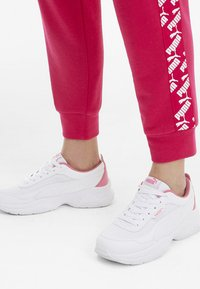 Puma - PUMA CILIA MODE MESH WOMEN'S TRAINERS FEMALE - Scarpe da fitness - white-bubblegum - 1