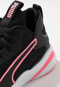 Puma - SOFTRIDE RIFT - Neutrální běžecké boty - black/luminous peach - 5