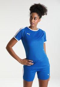 Puma - LIGA - T-shirt med print - electric blue lemonade/white - 0