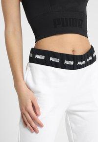 Puma - EVOKNIT SEAMLESS CROP - Camiseta de deporte - black - 4