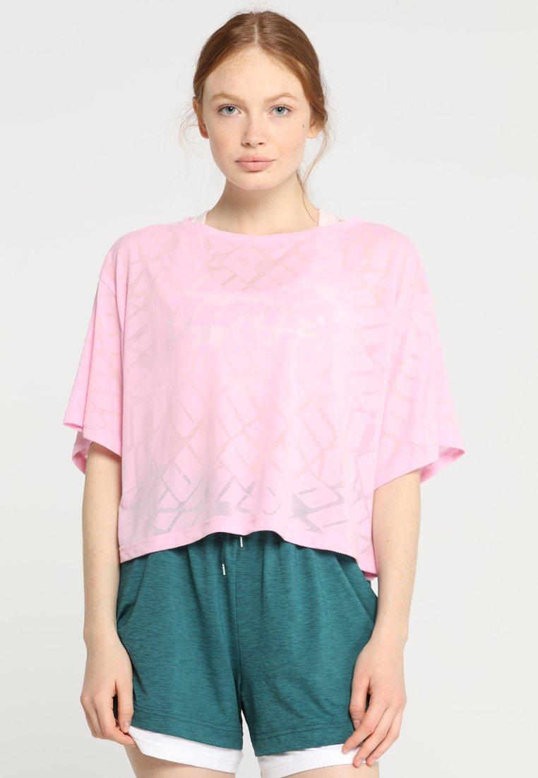 Puma - SHOW OFF TEE - T-shirt imprimé - pale pink heather