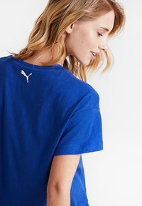 Puma - CROPPED LOGO TEE - Print T-shirt - sodalite blue - 4