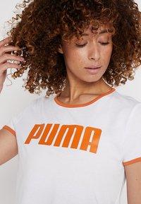 Puma - PERFORMANCE RETRO TEE - Camiseta estampada - white - 4