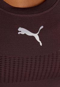 Puma - CORE SEAMLESS TEE - Camiseta estampada - vineyard wine - 6