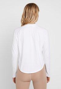 Puma - EVOSTRIPE LIGHT WEIGHT - Långärmad tröja - white - 2