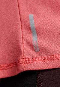 Puma - HIT FEEL IT TEE - T-shirts med print - pink alert - 6