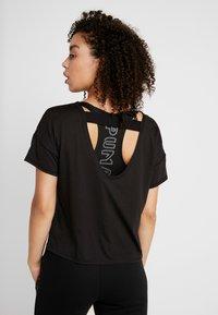 Puma - HIT FEEL IT TEE - T-shirts med print - puma black/titanium silver - 2