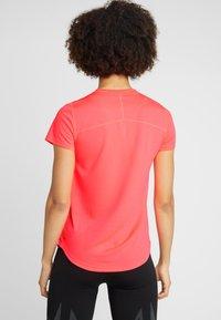 Puma - TEE - T-shirt con stampa - pink alert - 2