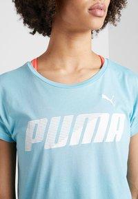 Puma - MODERN SPORT GRAPHIC TEE - T-shirt con stampa - milky blue - 4