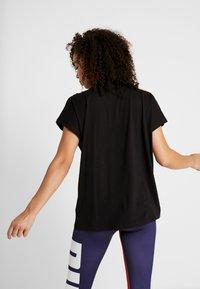 Puma - TILITY TEE - Camiseta estampada - black - 2