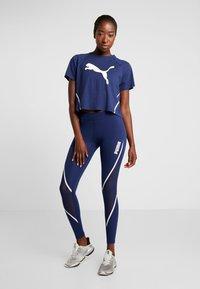 Puma - PAMELA  REIF X PUMA BOXY TEE - T-shirt con stampa - blue depths - 1