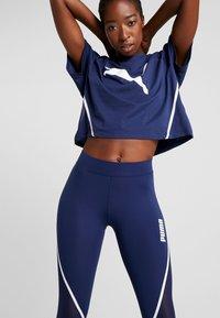 Puma - PAMELA  REIF X PUMA BOXY TEE - T-shirt con stampa - blue depths - 3