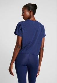 Puma - PAMELA  REIF X PUMA BOXY TEE - T-shirt con stampa - blue depths - 2