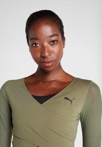 Puma - PAMELA REIF X PUMA CROPPED LS TOP - Sports shirt - four leaf clover - 5