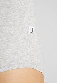 Puma - BODYSUIT - Triko spotiskem - light gray heather - 5
