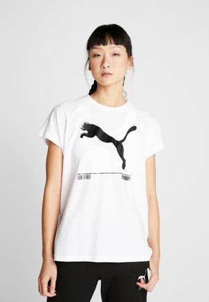 NU TILITY TEE - Camiseta estampada - puma white