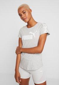 Puma - AMPLIFIED TEE - T-shirt imprimé - light gray heather - 0
