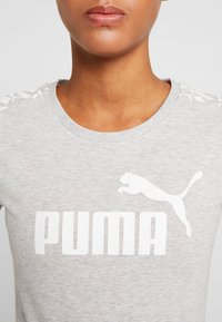 Puma - AMPLIFIED TEE - T-shirt imprimé - light gray heather - 5