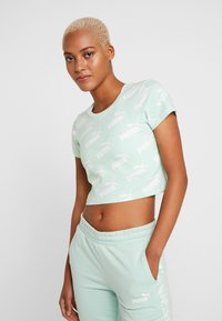 Puma - AMPLIFIED FITTED TEE - Printtipaita - mist green - 0