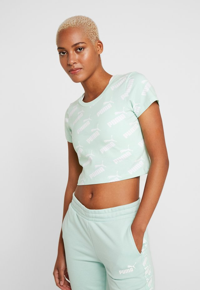AMPLIFIED FITTED TEE - T-shirt imprimé - mist green