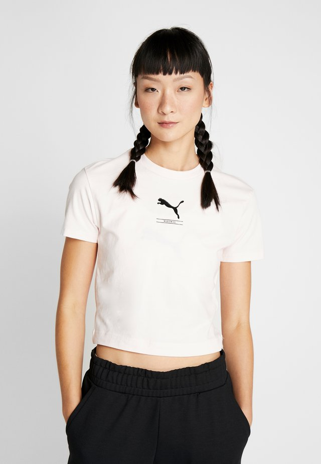 NU-TILITY FITTED TEE - T-shirt imprimé - rosewater