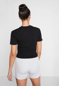 Puma - NU-TILITY FITTED TEE - T-shirt con stampa - black - 2