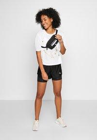 Puma - METAL SPLASH GRAPHIC TEE - Print T-shirt - puma white - 1