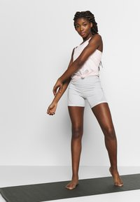 Puma - STUDIO STRAPPY LACE TANK - Sportshirt - rosewater - 1
