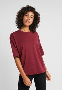 Puma - TEE  - T-shirts med print - cordovan - 0