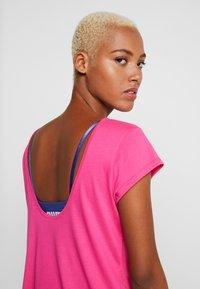 Puma - SOFT SPORTS TEE - T-shirts med print - fuchsia purple - 4