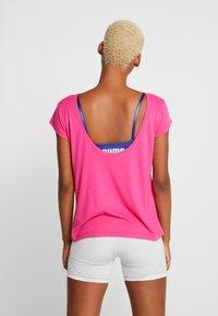 Puma - SOFT SPORTS TEE - T-shirts med print - fuchsia purple - 2