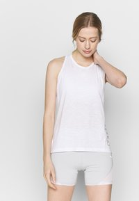 Puma - PUMA TWIST IT WOMEN'S TRAINING TANK TOP FRAUEN - Camiseta de deporte - puma white - 0