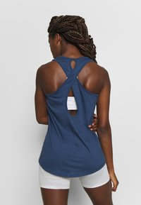 Puma - PUMA TWIST IT WOMEN'S TRAINING TANK TOP FRAUEN - Sports shirt - dark denim - 2