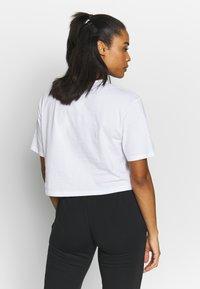 Puma - CROPPED LOGO TEE - T-shirt con stampa - white - 2
