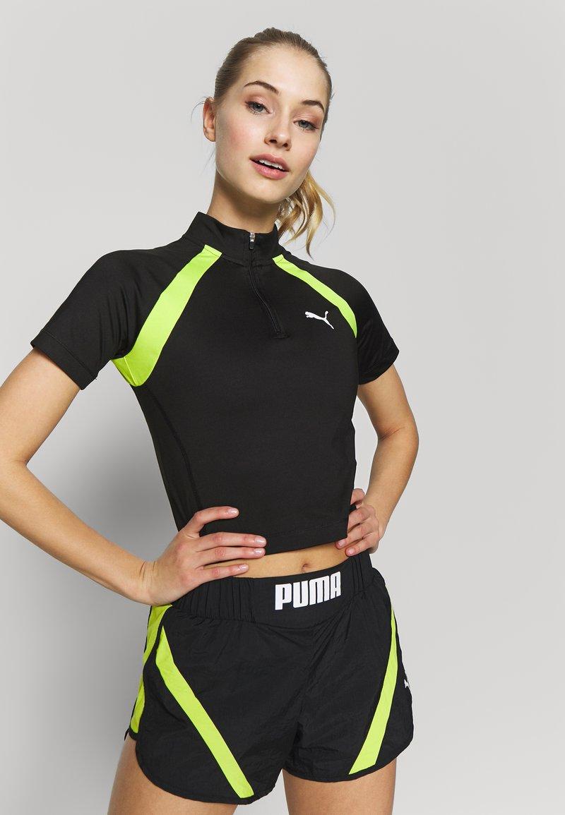 Puma - STUDIO CLASH ACTIVE CROPPED TEE - Print T-shirt - puma black
