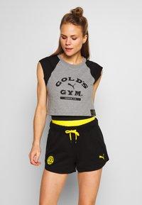 Puma - GOLDS GYM CROPPED TEE - Sports shirt - medium gray heather/puma black - 0