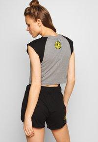 Puma - GOLDS GYM CROPPED TEE - Sports shirt - medium gray heather/puma black - 2