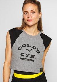 Puma - GOLDS GYM CROPPED TEE - Sports shirt - medium gray heather/puma black - 3