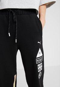 Puma - SG X PUMA TRACK PANT - Teplákové kalhoty - black heather - 6