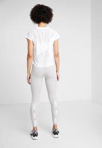Puma - AMPLIFIED LEGGINGS - Collants - light gray heather - 2